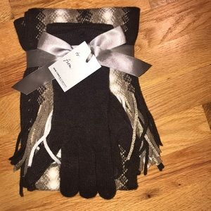 Beautiful Glove and Scarf Gift Set